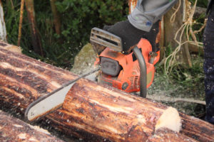 How to Mill a Log With a Chainsaw